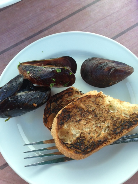 mmm mussels and bread