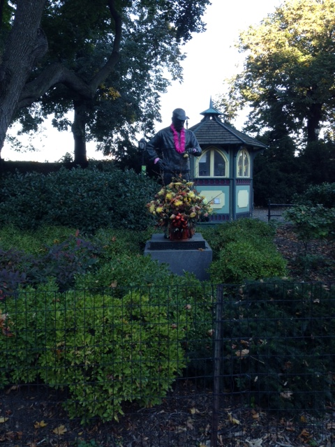 Fred Lebow statue wearing a pink boa :)