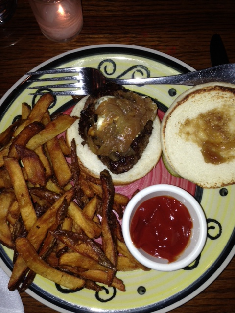 burger w/ blue cheese & caramelized onions